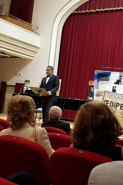 """Imagini de la evenimentul """"Oedipe pe înțelesul tuturor"""" din Oradea, 8 septembrie 2017"""