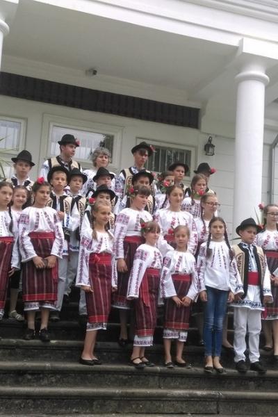 Imagini de la evenimentul dedicat Zilei Universale a IEI tradiționale românești de la Tescani din 24 iunie 2018