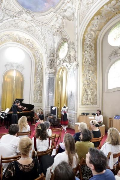 Imagini de la evenimentul dedicat Zilei Universale a IEI tradiționale românești de la București, 24 iunie 2018