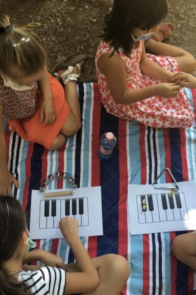 Imagini de la atelierul Muzicile copilăriei
