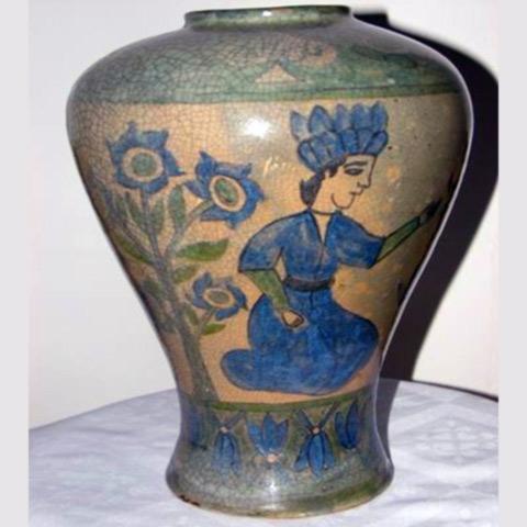 Vase persane din ceramică